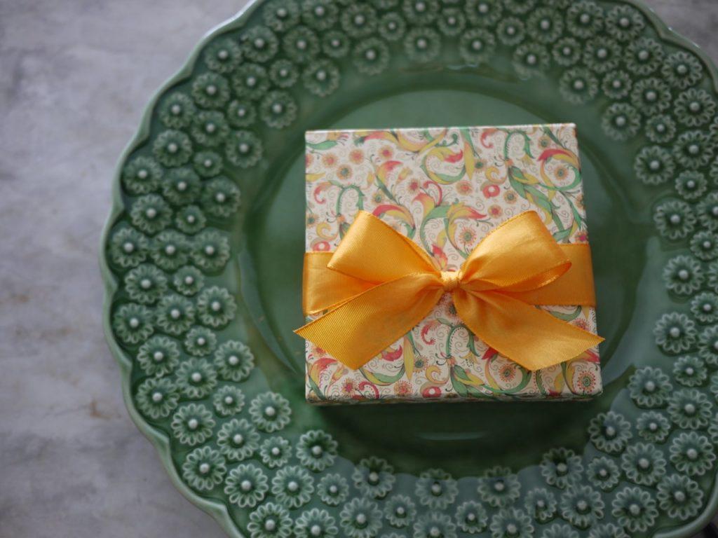 簡単な箱のラッピング方法|Jamie&Lecas