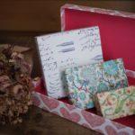 包装紙は使わない!箱と簡単リボンラッピングで贈りものに特別感を。|ジェイミー・ルーカス