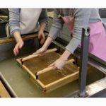 無形文化遺産の美濃和紙を自分で漉いてみた!和紙ってこんな感じで作れるんです!紙漉きが初めてでも気軽に楽しめる、気軽に日本の伝統文化を体験できる美濃和紙の里会館での手漉き体験記。紙好きがを全国の色んな紙を探す旅記録。